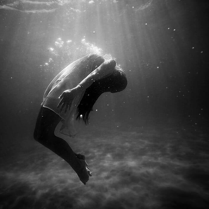 woman-underwater-700w